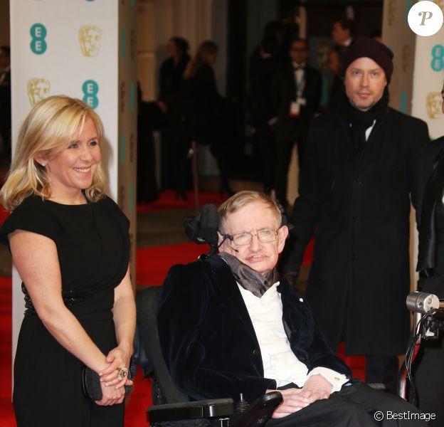 "Stephen Hawking et sa fille Lucy Hawking - Cérémonie des ""British Academy of Film and Television Arts"" (BAFTA) 2015 au Royal Opera House à Londres, le 8 février 2015"