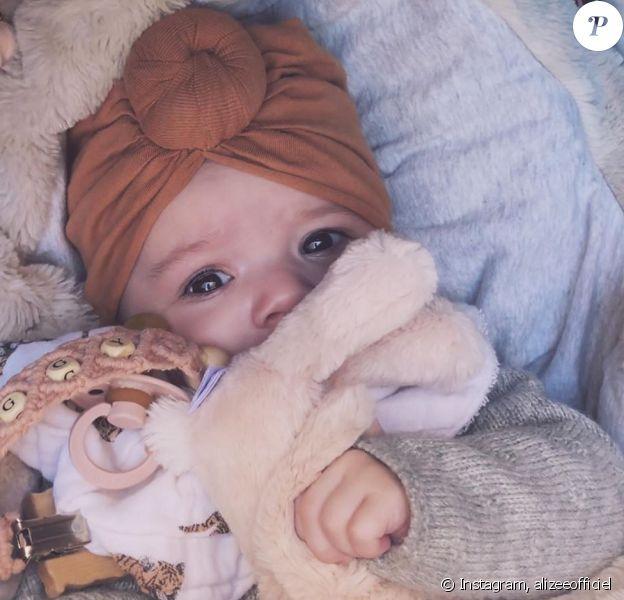 Alizée a dévoilé le visage de sa fille Maggy à l'occasion de la célébration de ses 4 mois le 24 mars 2020.