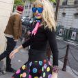 """Exclusif - Arielle Dombasle - L'équipe de l'émission """"Les Grosses Têtes"""" continue de travailler pendant le confinement lors de l'épidémie de coronavirus (COVID-19) le 7 avril 2020. Arrivées des chroniqueurs à la radio RTL au studio du groupe M6, à Neuilly sur Seine. © Jack Tribeca / Bestimage"""