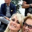 Exclusif - Laeticia Hallyday et Elyette Boudou (Mamie Rock) - Laeticia Hallyday reçoit la médaille de la ville de Toulouse en compagnie de ses filles et d'Elyette Boudou avant de quitter l'Esplanade Johnny Hallyday. Laeticia Hallyday et ses filles Jade et Joy sont venues inaugurer une esplanade portant le nom de Johnny Hallyday située en face du Zénith de Toulouse, le 15 juin 2019, date hautement symbolique puisque le rockeur aurait eu 76 ans. Laeticia porte le pendentif crucifix de Johnny autour du cou. © Dominique Jacovides/Bestimage
