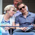 Matt Czuchry avec sa mère Sandra à l'US Open en août 2014 à New York. L'acteur aurait pu devenir tennisman professionnel, avant de décider de bifurquer vers la comédie. © Ron C. Angle, /PCN/ABACAPRESS.COM