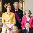 La princesse Claire et son mari le prince Laurent, la reine Fabiola, la reine Mathilde, le roi Philippe, le roi Albert, la reine Paola, la princesse Astrid, le prince Lorenz, la princesse Elisabeth, le prince Gabriel, le prince Emmanuel et la princesse Eleonore au palais royal de Bruxelles en 2013.