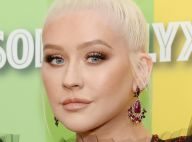 Christina Aguilera en maillot échancré : la chanteuse ultra sensuelle