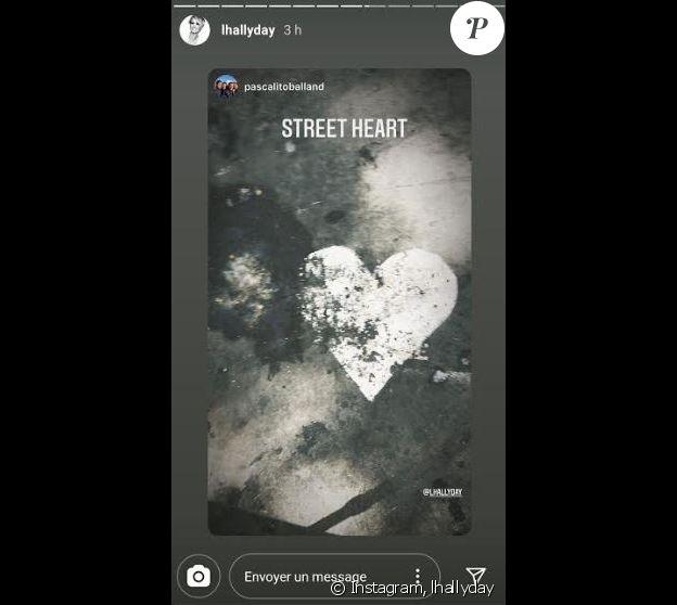 Laeticia Hallyday a republié une photo de son compagnon Pascal Balland sur Instagram, montrant un coeur dessiné dans la rue.