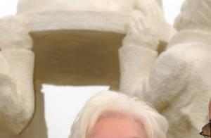 Line Renaud : des voyous ont coupé... la tête de sa statue !
