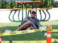 Tori Spelling : Son mari pique-nique sur l'herbe en solo ! Un vrai gourmand... Ce n'est pas comme elle !
