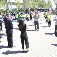 La reine Letizia et le roi Felipe VI d'Espagne ont observé une minute de silence le 5 juin 2020 en visite au centre des transports de la zone industrielle de Coslada, à l'extérieur de Madrid.
