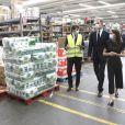 La reine Letizia et le roi Felipe VI d'Espagne étaient le 5 juin 2020 en visite au centre des transports de la zone industrielle de Coslada, à l'extérieur de Madrid.