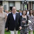 Le prince Albert II de Monaco et la princesse Charlene avec la baronne Elisabeth-Anne de Massy et sa fille Melanie-Antoinette Costello de Massy en juillet 2015 lors d'un dîner sur l'herbe pour le 150e anniversaire de la Société des Bains de Mer. Elisabeth-Ann de Massy est décédée à l'âge de 73 ans le 10 juin 2020 au Centre hospitalier princesse Grace.