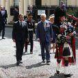 Le prince Charles, prince de Galles, Camilla Parker Bowles, duchesse de Cornouailles et le président de la République française Emmanuel Macron lors la commémoration du 80ème anniversaire de l'appel du 18 juin du général de Gaulle au Carlton Garden à Londres, Royaume Uni, le 18 juin 2010.