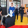 Exclusif - Anne-Cécile Mailfert (présidente de Fondation des Femmes), Marlène Schiappa (Secrétaire d'État chargé(e) de l'Égalité entre les femmes et les hommes), la sculptrice et artiste peintre française Laurence Jenkell, la Première Dame Brigitte Macron et Sylvie Pierre-Brossolette, présidente d'honneur de la Cité Audacieuse - L'artiste L.Jenkell dévoile en exclusivité une sculpture unique au profit de la Fondation des Femmes à la Cité Audacieuse le 9 juin 2020. © Sébastien Valiela / Bestimage