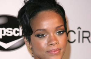 Petit accrochage pour Rihanna à la sortie des Grammy Awards...