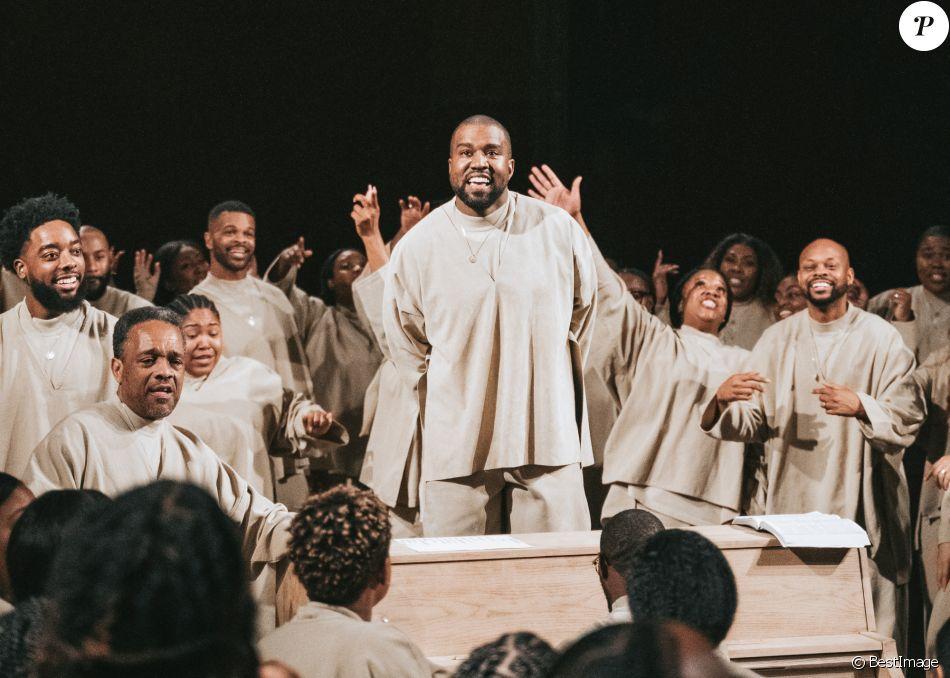"""Info du 4 juillet 2020 - Kanye West annonce sa candidature à l'élection présidentielle américaine sur Twitter Exclusif - Kanye West lors du """"Sunday Service"""", la messe est organisée au Théâtre des Bouffes du Nord à Paris, le 1er mars 2020."""