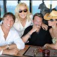 "Sylvie Vartan fête ses 65 ans avec son mari Tony Scotti, son ""frère"" Johnny Hallyday et Laeticia Hallyday (15 août 2009) à Saint Barth"