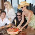 Sylvie Vartan fête ses 65 ans avec son mari Tony Scotti, Son ex- mari et meilleur ami Johnny Hallyday et Laeticia Hallyday (15 août 2009)
