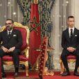 Mohammed VI, le roi du Maroc, accompagné de son fils le prince Moulay Hassan, en conférence de presse au Palais Royal à Rabat, le 13 février 2019.