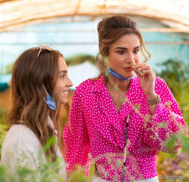 La reine Rania de Jordanie et sa fille la princesse Iman en visite au Bed & Breakfast Beit al Baraka et Beit Al Ward à Umm Qais en Jordanie. Le 6 juillet 2020