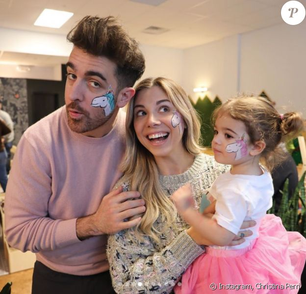 Christina Perri, son mari Paul Costabile et leur fille Carmella. Juin 2020.