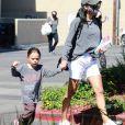 Exclusif - Naya Rivera et son fils Josey Hollis font du shopping, quelques jours avant la disparition de l'actrice à Los Angeles, le 3 juillet 2020.