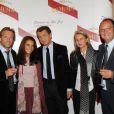 Stéphane Freiss et sa femme, François Sarkozy et César Giron et son épouse lors du Dinner in the Sky
