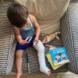 Timothée, le fils de Sidonie Bonnec, se retrouve la jambe dans le plâtre. Août 2020.