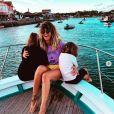 Daphné Bürki avec ses filles Suzanne et Hedda au Cap Ferret. Elles ont passé une soirée festive et musicale à bord d'un bateau. Le 3 août 2020.
