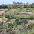 Exclusif - Des parois occultantes sont surélevées autour de la propriété du prince Harry et de Meghan Markle à Los Angeles, pour tenter de préserver au maximum leur intimité. Un sentier de randonnée, récemment accessible au public, longe une partie de la propriété, d'une valeur de 18 millions de dollars. Le 19 mai 2020.
