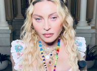 Madonna a 62 ans : la chanteuse prend la pose, aidée d'une béquille