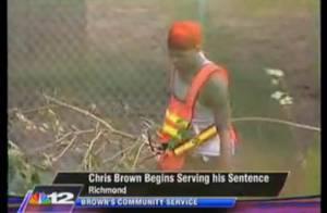 Chris Brown : en plein travaux d'intérêt général... un nettoyeur et videur de poubelles au top ! Regardez !