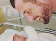 Norbert Tarayre papa : gros plan sur le visage de bébé et indice sur son prénom
