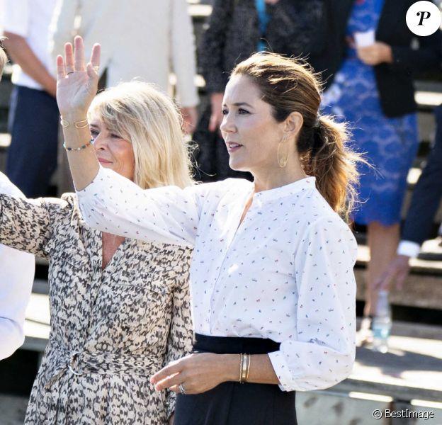 La princesse Mary de Danemark visite l'aquarium Kattegatcenter à Grena le 19 août 2020.