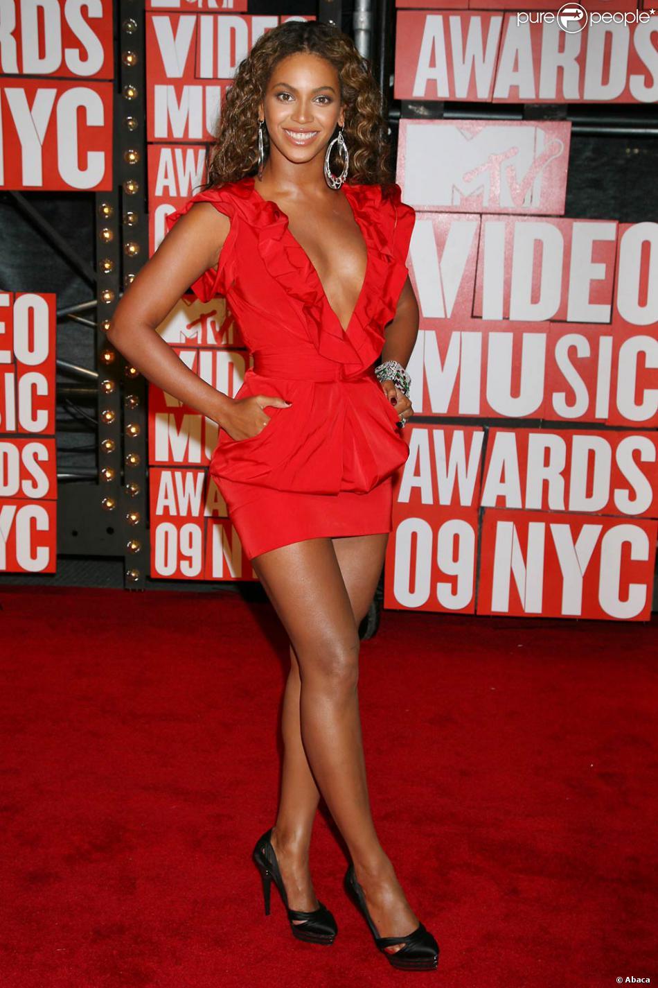 Quel rouge a levre pour robe rouge