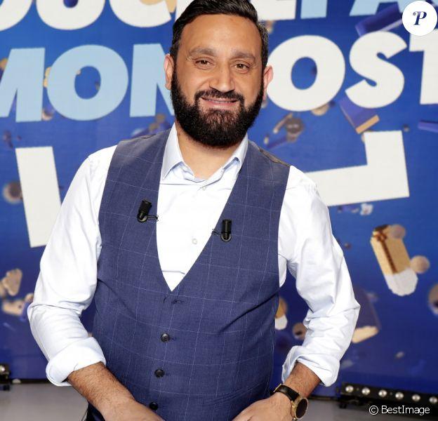 """Cyril Hanouna sur le plateau de l'émission TV """"Touche Pas à Mon Poste (TPMP)"""" à Boulogne-Billancourt."""