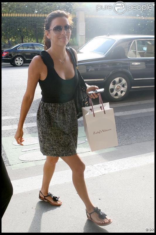Eva Longoria, à Paris, a fait une petite séance shopping. 19 septembre 2009