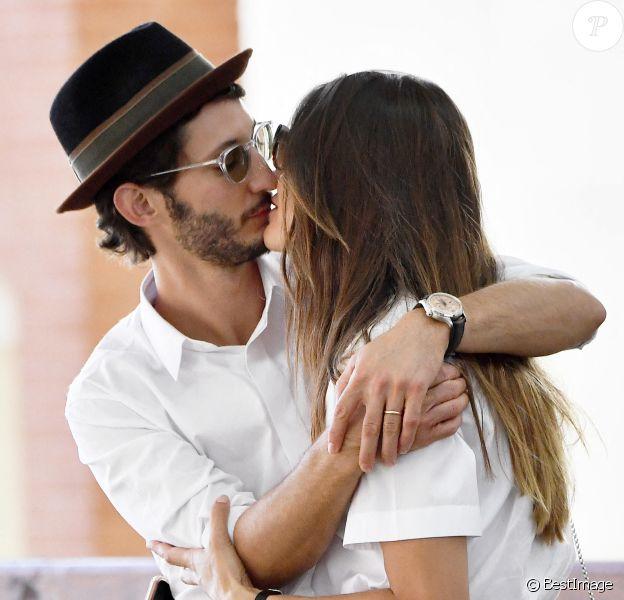 Exclusif - Pierre Niney et sa femme Natasha Andrews arrivent à Venise pour la 77ème édition du festival international du film de Venise (Mostra) (septembre 2020).