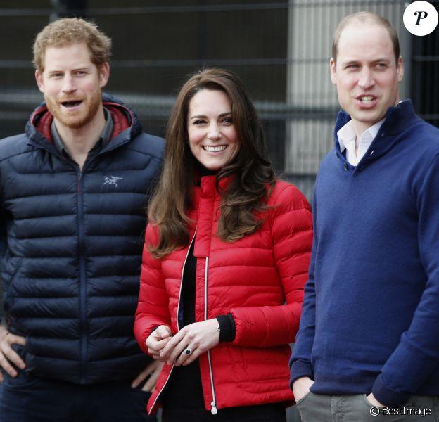 """Le prince William, duc de Cambridge, Catherine Kate Middleton, duchesse de Cambridge et le prince Harry participent au """"2017 Money London Marathon Training Day"""" au parc olympique Reine Elizabeth à Londres, 2017"""