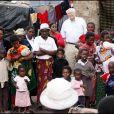 William Henry Gates en voyage en Zambie mandaté par la fondation Bill et Melinda Gates, en 2007.