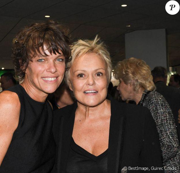 """Anne Le Nen et sa compagne Muriel Robin - Générale du nouveau spectacle """"Muriel Robin et Pof !"""" au Palais des Sports à Paris. © Coadic Guirec/Bestimage"""