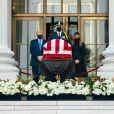 Donald Trump et son épouse Melania rendent hommage à la juge Ruth Bader Ginsburg à la Cour suprême de Washington, le 24 septembre 2020.