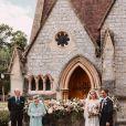 La reine Élisabeth II, Le prince Philip, duc d'Edimbourg, La princesse Beatrice d'York, Edoardo Mapelli Mozzi posent devant The Royal Chapel of All Saints at Royal Lodge après leur mariage, Windsor, le 17 juillet 2020.