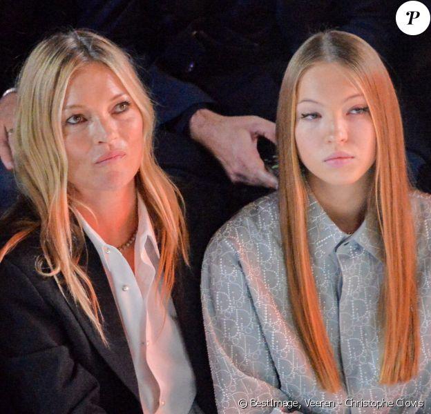 """Kate Moss et sa fille Lila Grace Moss-Hack au défilé de mode Homme automne-hiver 2020/2021 """" Dior Homme """" lors de la fashion week à Paris. © Veeren - Christophe Clovis / Bestimage"""