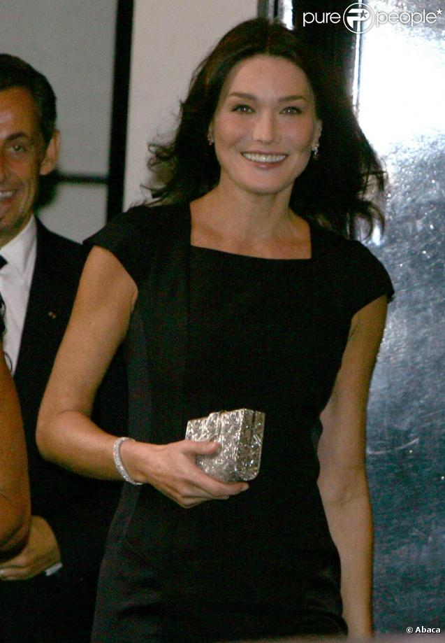 Carla Bruni - Gallery Photo