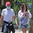Exclusif - Katharine McPhee, sans maquillage, et son mari David Foster sortent prendre l'air avec le chien Wilmer à Los Angeles le 19 mai 2020.