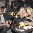 Soirée Versace à Milan, le 25/09/09, à l'occasion de la Fashion Week. Jackson Jackson a l'air radieux auprès de (Son ex ? Son homme ?) Jermaine Dupri et de sa grande amie Donatella Versace.