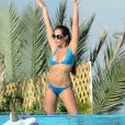Kim Glow - Les Anges 9 se détend au bord de la piscine à Miami le 12 janvier 2017.