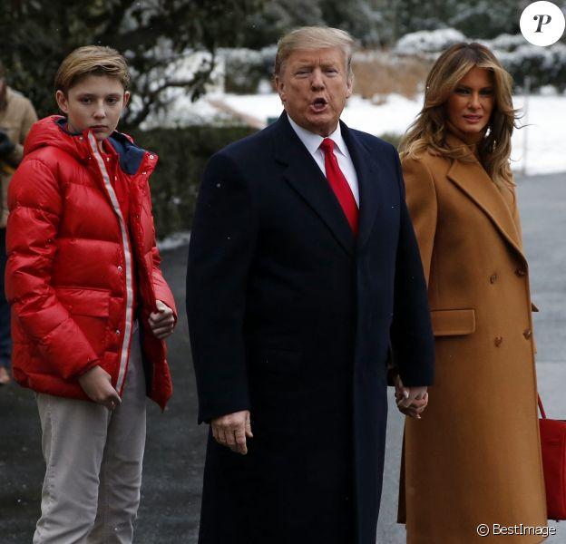 Le président Donald Trump avec sa femme Melania et leur fils Barron quittent la Maison Blanche pour se rendre en Floride