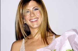 Jennifer Aniston reçoit un énorme bouquet de fleurs tous les jours devant sa porte...