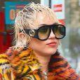 Exclusif - Les chanteuses Miley Cyrus et Dua Lipa sont sur un plateau de tournage à New York pour un projet tenu secret, pour le moment.