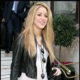Shakira sort de son hôtel de Londres pour se rendre aux studios de la BBC le 24 septembre 2009