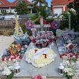 Exclusif - La tombe de Johnny Hallyday a été complètement nettoyée et redécorée à l'occasion du 77 ème anniversaire du chanteur au cimetière de Lorient à Saint-Barthélemy le 15 juin 2020.